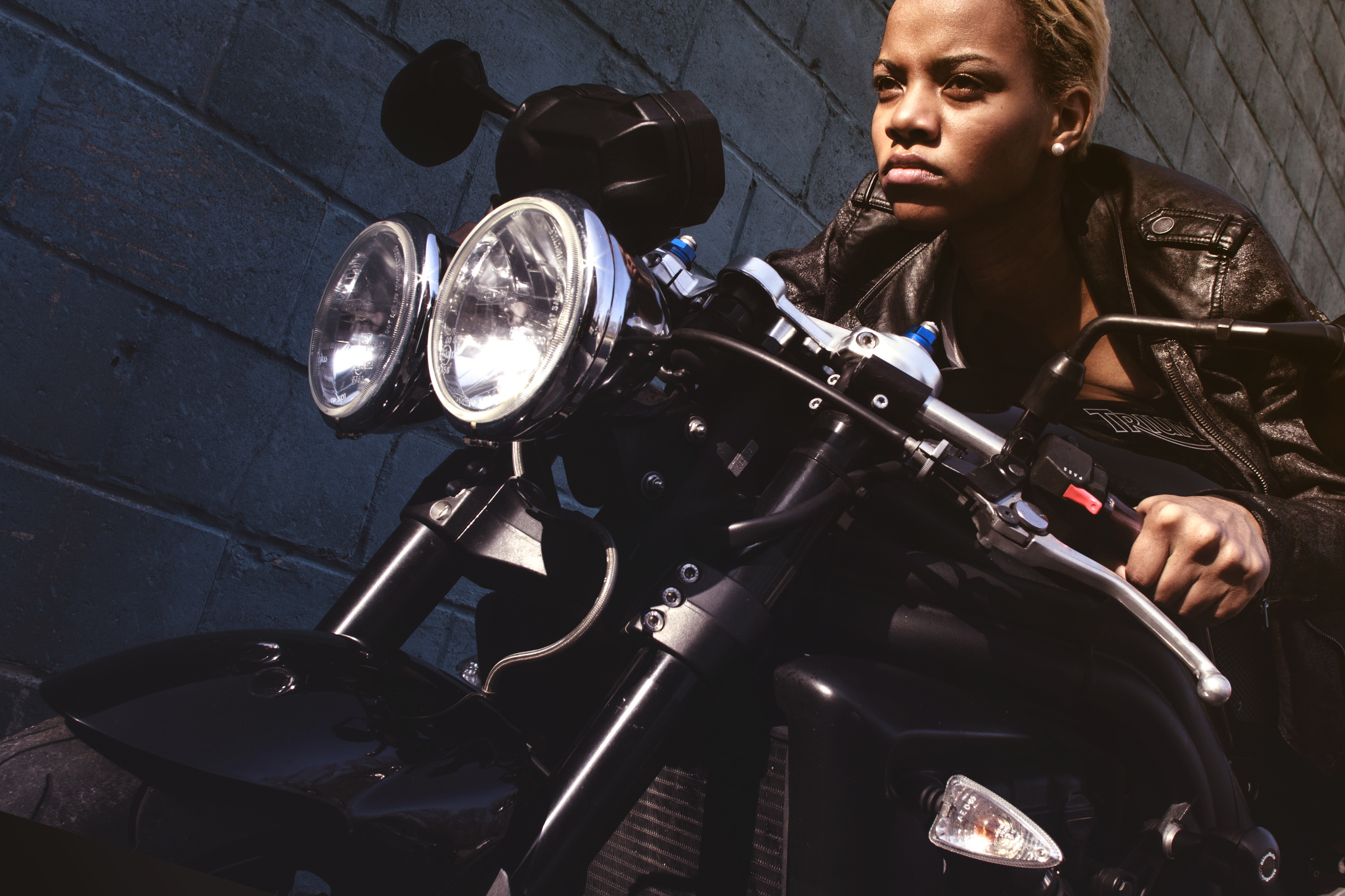 MODEL ON TRIUMPH SPEED TRIPLE